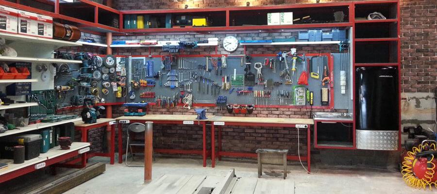 Размещение электроинструментов и оборудования в гараже
