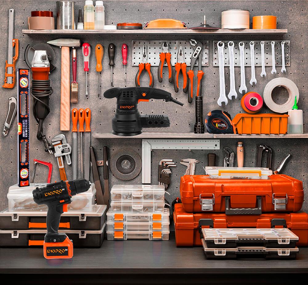 Електроінструменти в гаражі