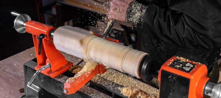 Обробка дерева на верстаті