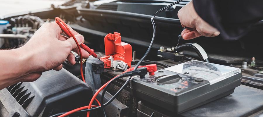 Перевірка акумулятора автомобіля перед зимою