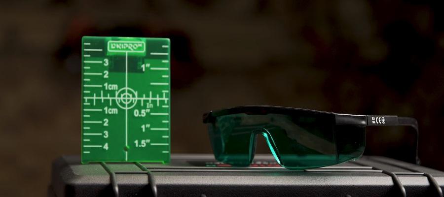 Захист очей при роботі з лазерним рівнем