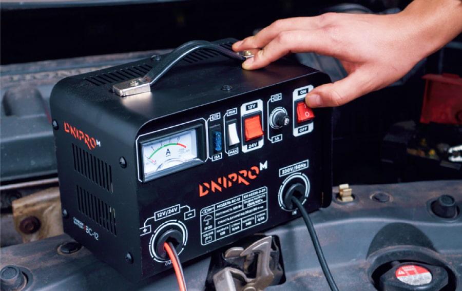 Зарядное устройство для автомобильного аккумулятора Dnipro-M