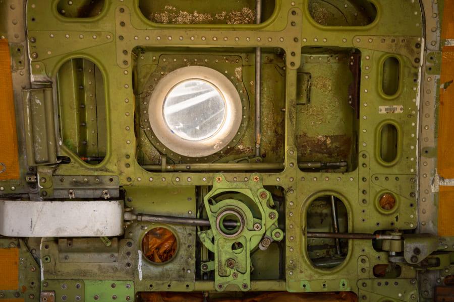 на фото - двери McDonnell Douglas DC-9