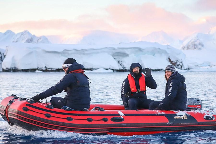 Як український полярник врятував дослідницький човен - Фото 1