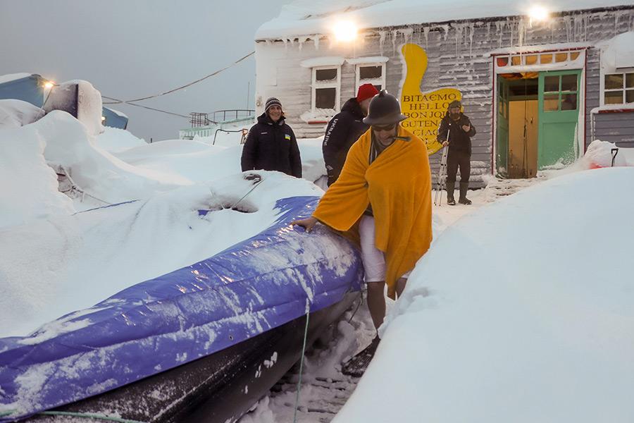 Як український полярник врятував дослідницький човен - Фото 13
