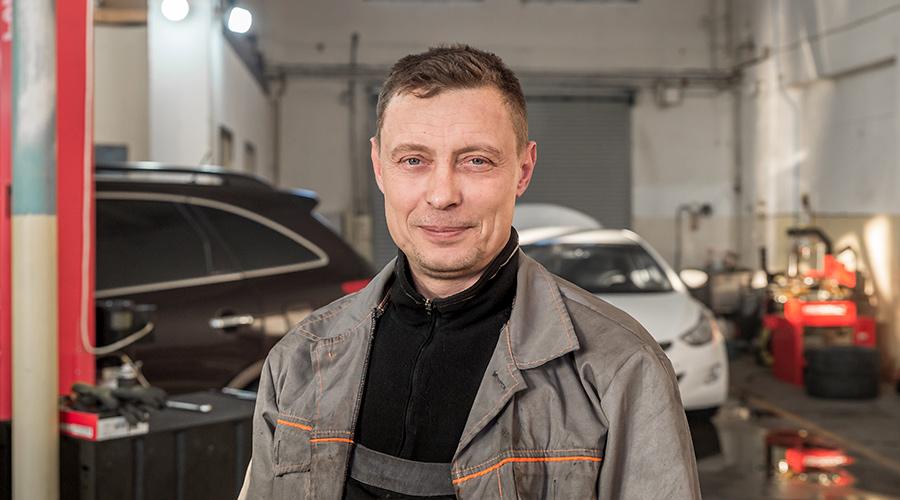 Автомеханік Роман