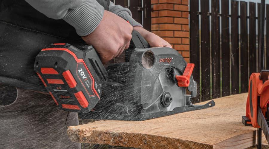 Акумуляторні інструменти для дерево- та металообробки