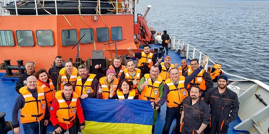 Учасники експедиції та моряки «Betanzos»
