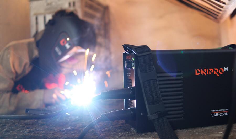 Процесс сваривания. Инструмент и защитное оборудование Dnipro-M