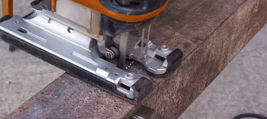 Как электролобзиком резать металл